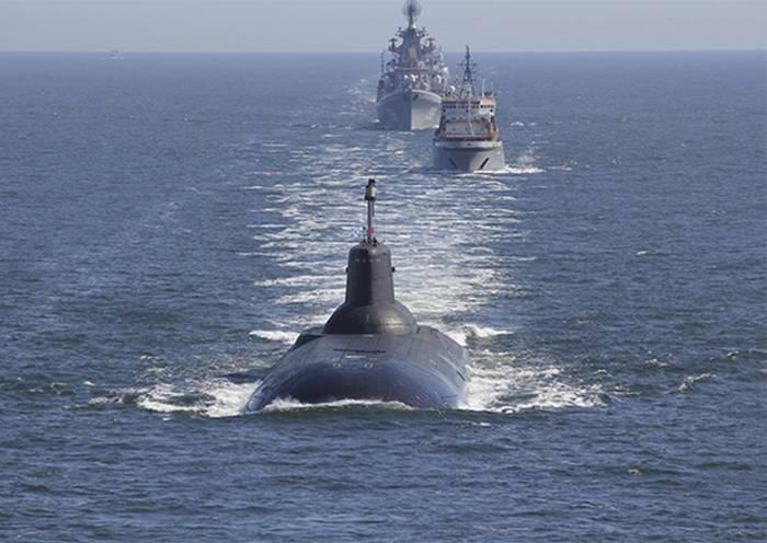 세계에서 가장 큰 잠수함이 35 년 돌았습니다.