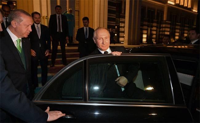 터키 언론 : 러시아 군대가 터키에 나타날 것인가?