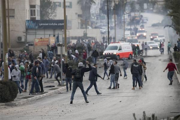 팔레스타인 대학살 : 4 사망, 900 부상