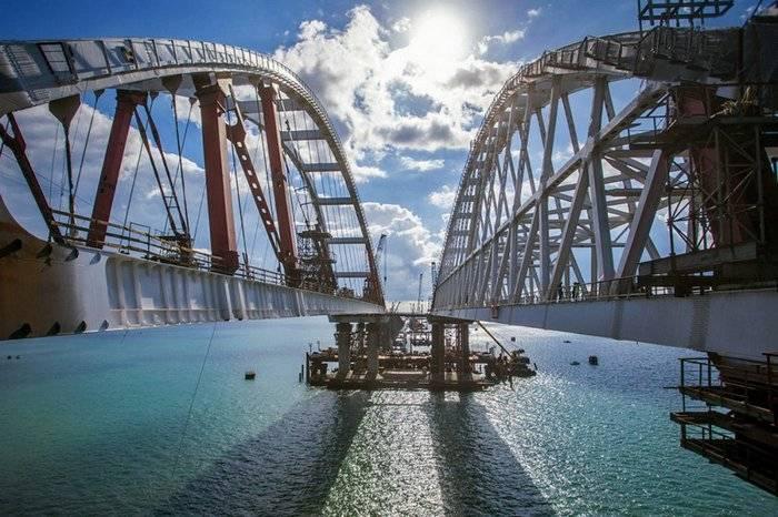 케르 치 해협을 가로 지르는 다리 이름에 투표 한 지도자