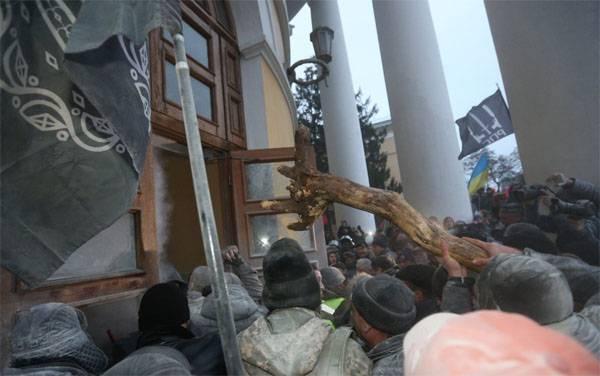 L'ambassade américaine en Ukraine a condamné l'assaut du palais d'octobre à Kiev
