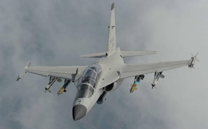 イタリアの戦闘訓練機M-346は軽戦闘機になります
