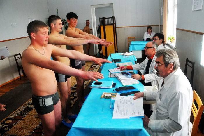 Госдума разрешила признанным ограниченно годными к службе в армии проходить новый осмотр