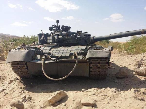 예멘에있는 T-80 BV 탱크