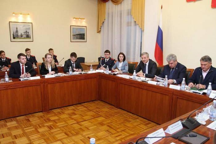 上院議員のVorobievとBondarevはシリアについてVologdaの若い住民に話しました