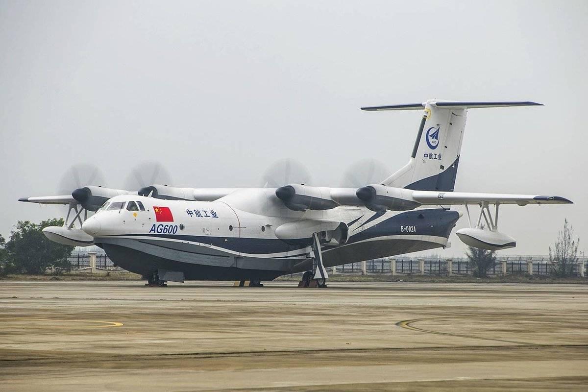 Крупнейший вмире самолет-амфибия совершил 1-ый испытательный полет