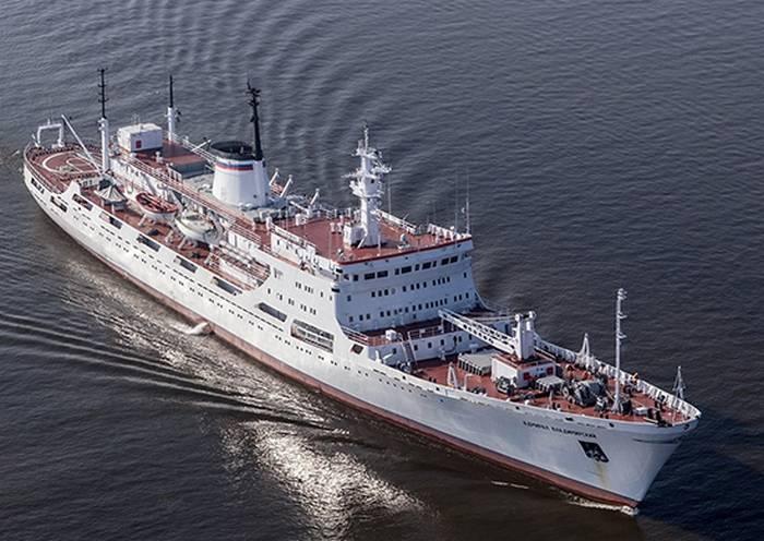 """해양학 연구 선박 """"제독 블라디미르 스키""""가 Biscay 만에 진입했습니다."""