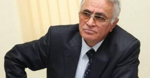 El ex ministro de Defensa de 74, de un año de edad, fue detenido en Azerbaiyán
