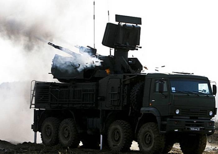 """ロシア連邦の国防省の軍事代表は党ZRPK """"Pantsir-S""""を受け入れた"""