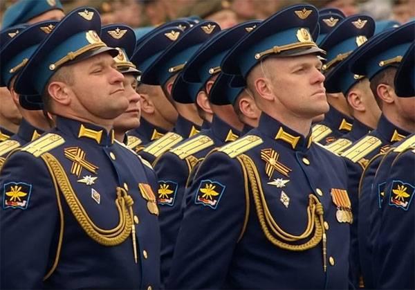 Офицеры ВС РФ будут носить мундиры с петлицами-