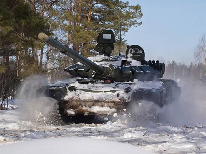 Um lote de T-72B3 atualizado entrou no Distrito Militar Central