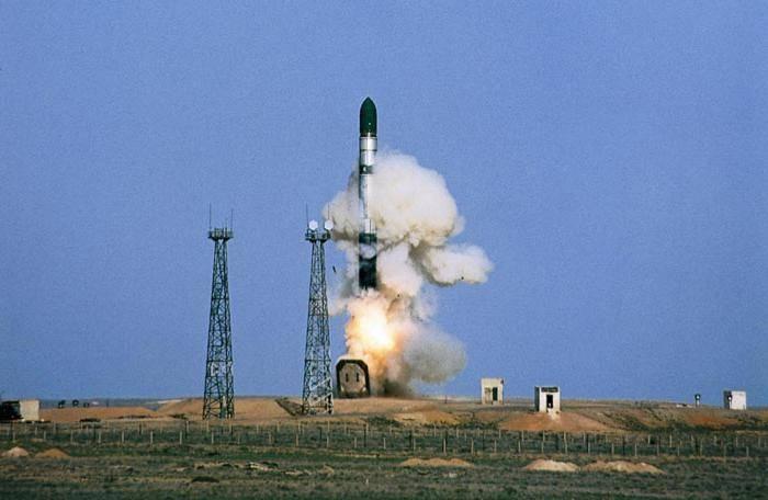 """СМИ: Россия начала испытания новейшей стратегической ракеты """"Сармат"""""""