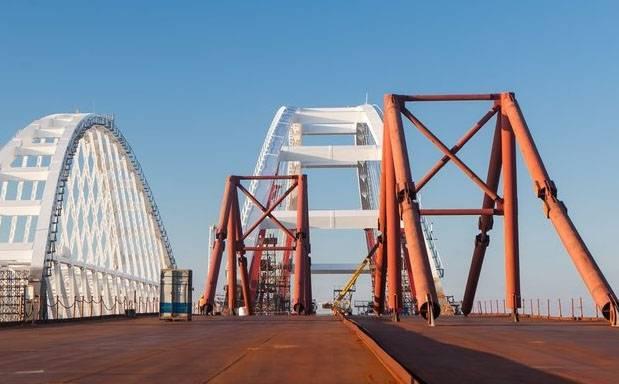 Ουκρανός στρατηγός: Η γέφυρα της Κριμαίας είναι ευάλωτη σε αεροσκάφη και πυραύλους