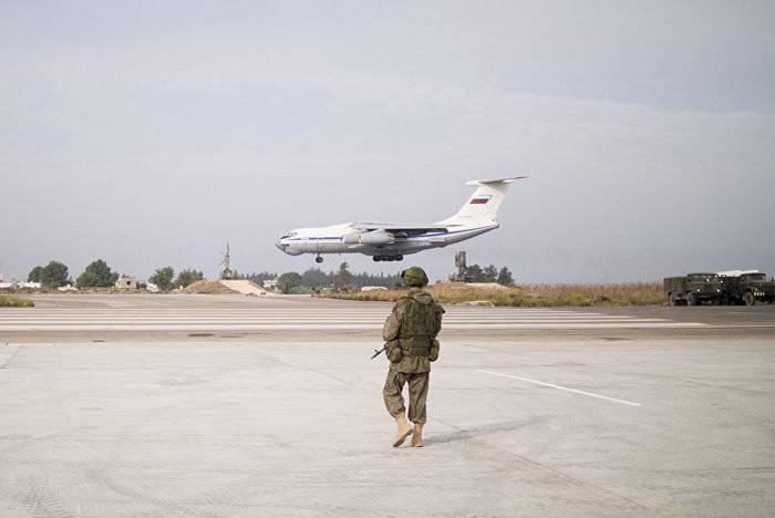 언론은 무장 단체들이 Khmeimim 공군 기지 포격시 러시아 항공 우주국 7 대를 파괴했다.