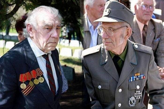 В Латвии утвердили закон, уравнивающий ветеранов СССР и фашистской Германии