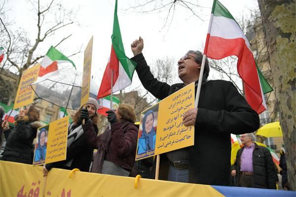 Беспорядки в Иране начались после переброски в эту страну боевиков из Сирии