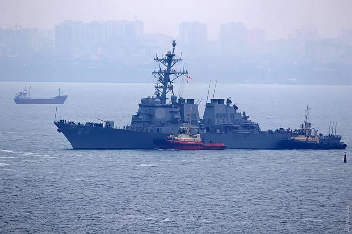 미국 구축함 Carney 오데사의 항구에 도착