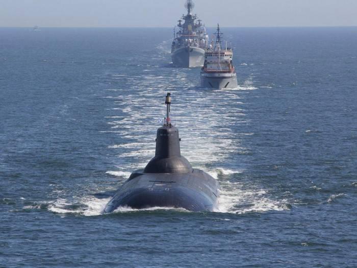 """Самый большой в мире подводный ракетоносец """"Дмитрий Донской"""" останется в составе ВМФ"""