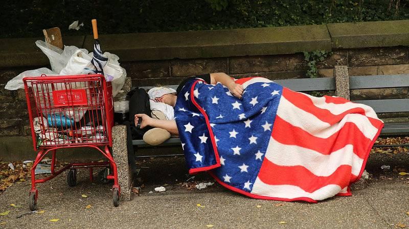 Özgürlük Anıtı'nın Altındaki Yoksulluk