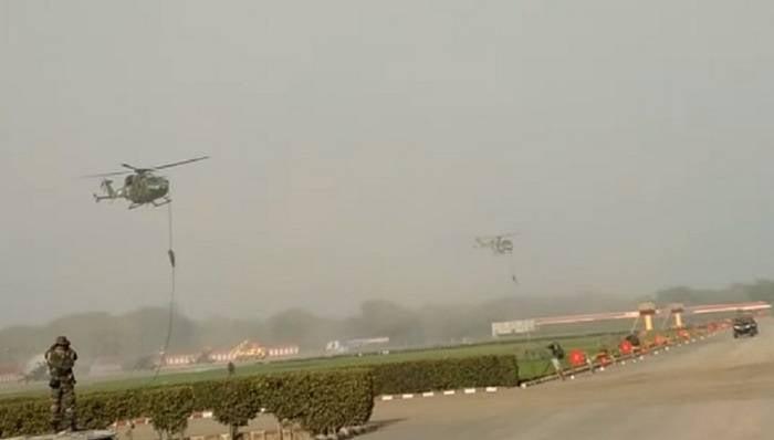 हेलीकॉप्टर से गिरने पर तीन भारतीय सैनिक घायल