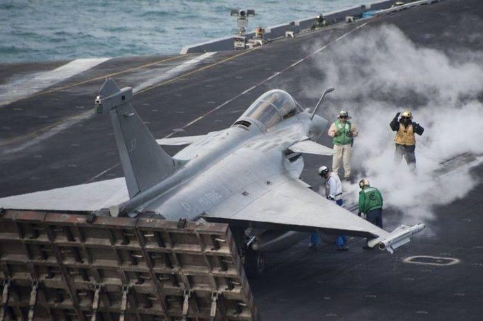 在美国航空母舰上将放置法国战斗机