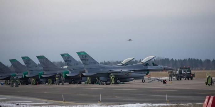 12 미국 공군 전투기가 에스토니아에 도착했다.