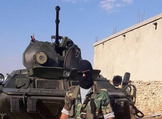 シリアの特殊部隊は新しいレーザーサーチライトでBTR-82を受け取りました