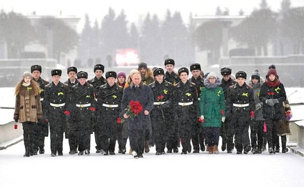 El presidente participó en los eventos dedicados al aniversario 75 del avance del bloqueo de Leningrado.