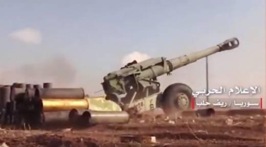 在叙利亚,X-NUMX-mm D-152榴弹炮在Pro-Assad地层的位置上被看到