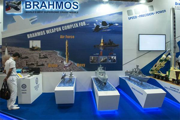 """India """"upgrade"""" BrahMos. What is the radius of destruction of targets by these missiles?"""