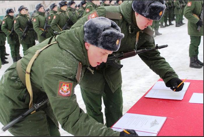 In Samara leisteten über 400 Rekruten des Central Military District den Militäreid