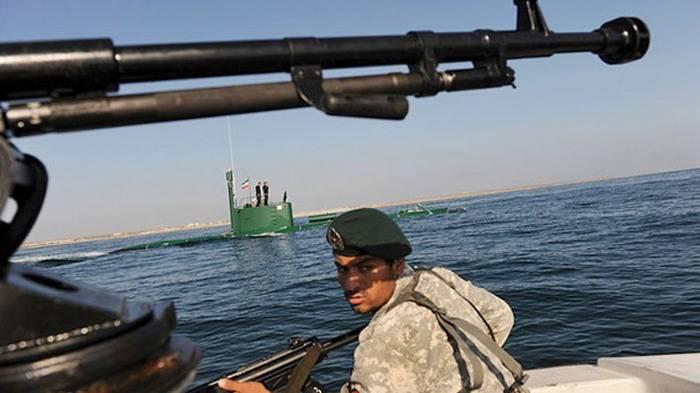 İran Hürmüz Boğazı'nda tatbikatlara başladı