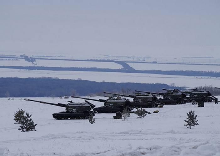 """Canons automoteurs modernisés 2С19М2 """"Msta-S"""" entrés dans le district militaire central"""