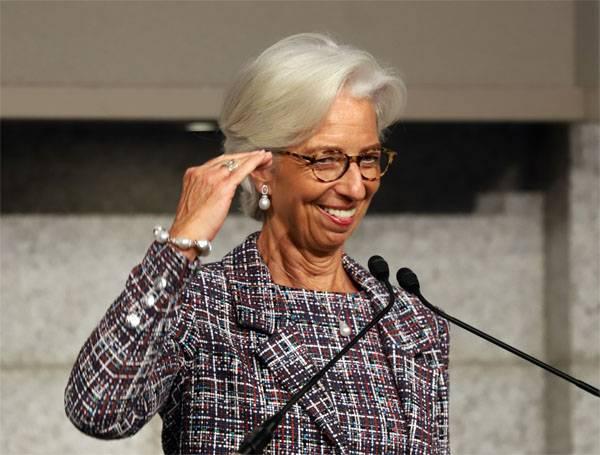 우크라이나 재무부 : IMF와의 협력은 아직 논의되지 않았다.