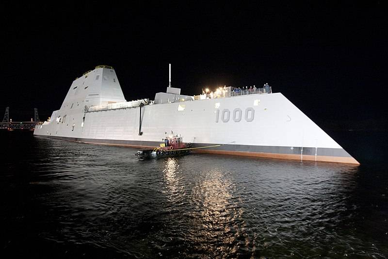 https://topwar.ru/uploads/posts/2018-01/1516647353_800px-uss_zumwalt_ddg-1000_at_night.jpg