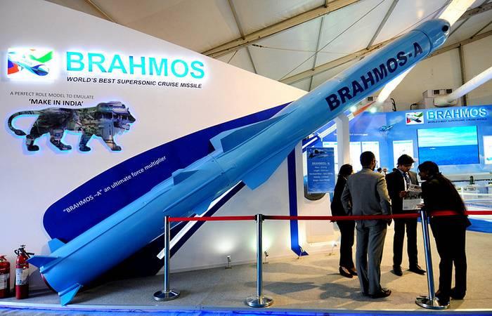 Der Flugkörper BRAHMOS-A kann für Su-34 und Su-35 angepasst werden