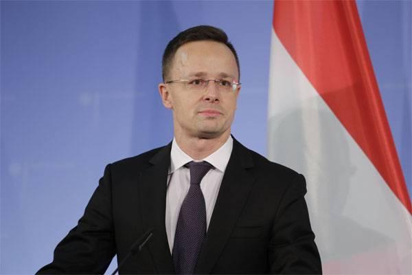 부다페스트 (Budapest) : 키예프는 헝가리 소수 민족과의 교육법 논의를 보장해야합니다.
