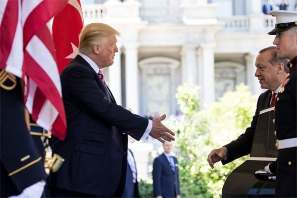 Trump a mis en garde Erdogan contre les affrontements entre les troupes turques et américaines en Syrie