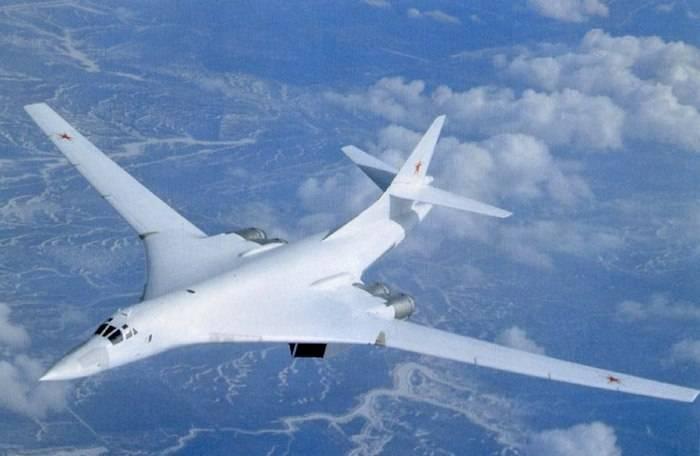 El nuevo portador de misiles Tu-160 recibió el nombre de Peter Deinekin