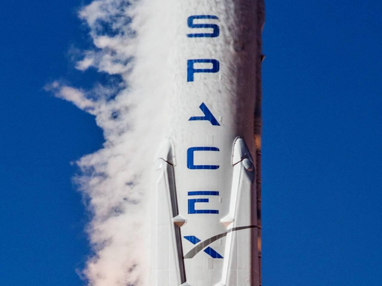 SpaceX провела огневые тестирования Falcon Heavy