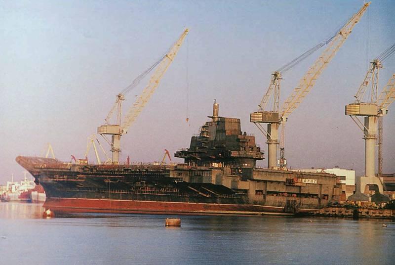 """Chantier naval de Tchernomorski: TAKR """"Varyag"""". Conservation et vente"""