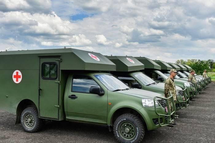 """""""Kasklar hareket halindeyken düşüyor"""": Kiev'de Ukrayna Silahlı Kuvvetleri ambulanslarının durumu eleştirildi"""