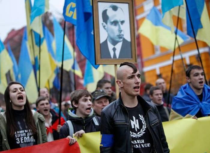 No estado Duma se ofereceu para introduzir a responsabilidade pela recusa em considerar Bandera Nazis