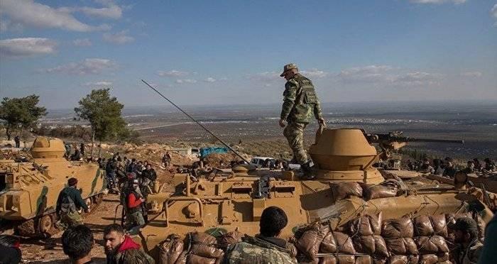 """Türkische """"Pappe"""" BMP ACV-15 mit Sandsäcken verstärkt"""