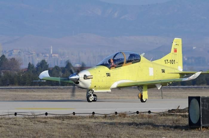 Турецкий самолет для расширенной подготовки летчиков совершил первый полет