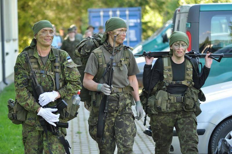 에스토니아 군사 확실한 여성들은 어떤 군사적 인 일에도 대처할 것입니다.