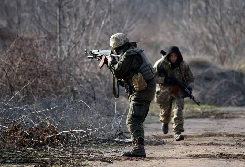 Украинские силовики обстреляли автобус с мирными жителями