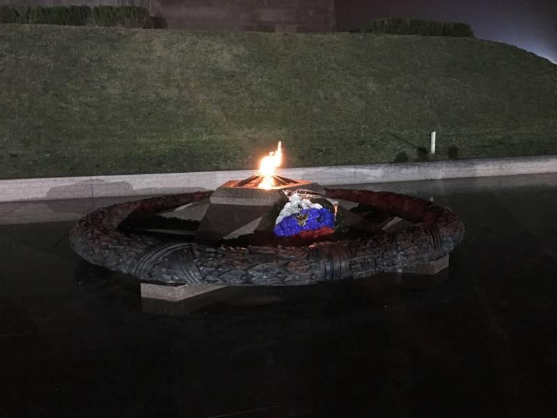 Вечный огонь в Севастополе снова горит!