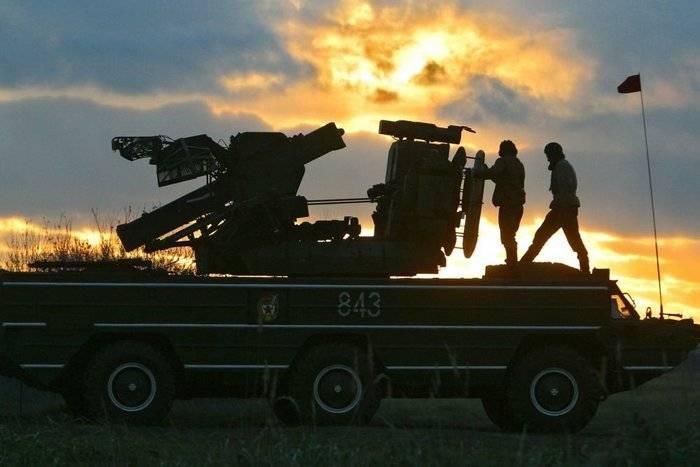 ベラルーシの航空防衛は、空気と土地からの攻撃を撃退しました