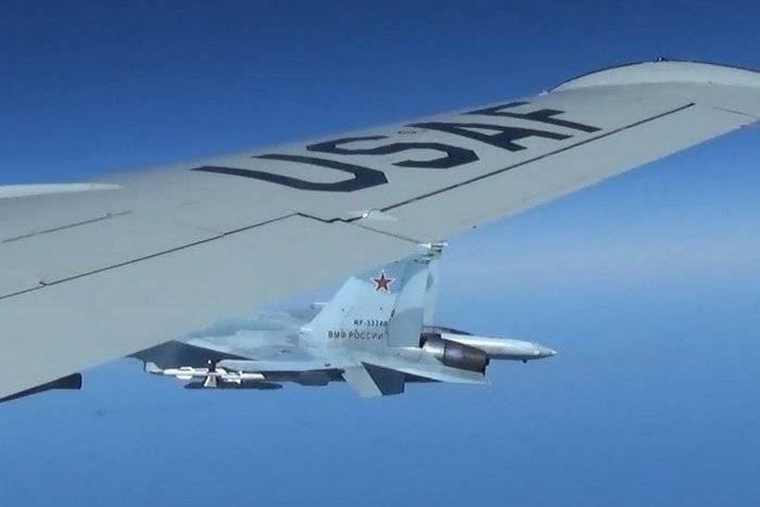 Das Verteidigungsministerium der Russischen Föderation empfiehlt, dass die Vereinigten Staaten entweder Flüge an den Grenzen Russlands ausschließen oder Regeln vereinbaren.